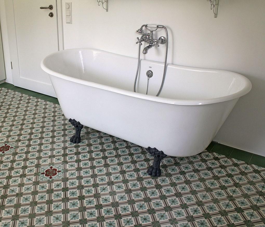 Badewanne Primrose Gusseisen Von Replicata  Innenseite Weiß von Badewanne Emaille Freistehend Bild