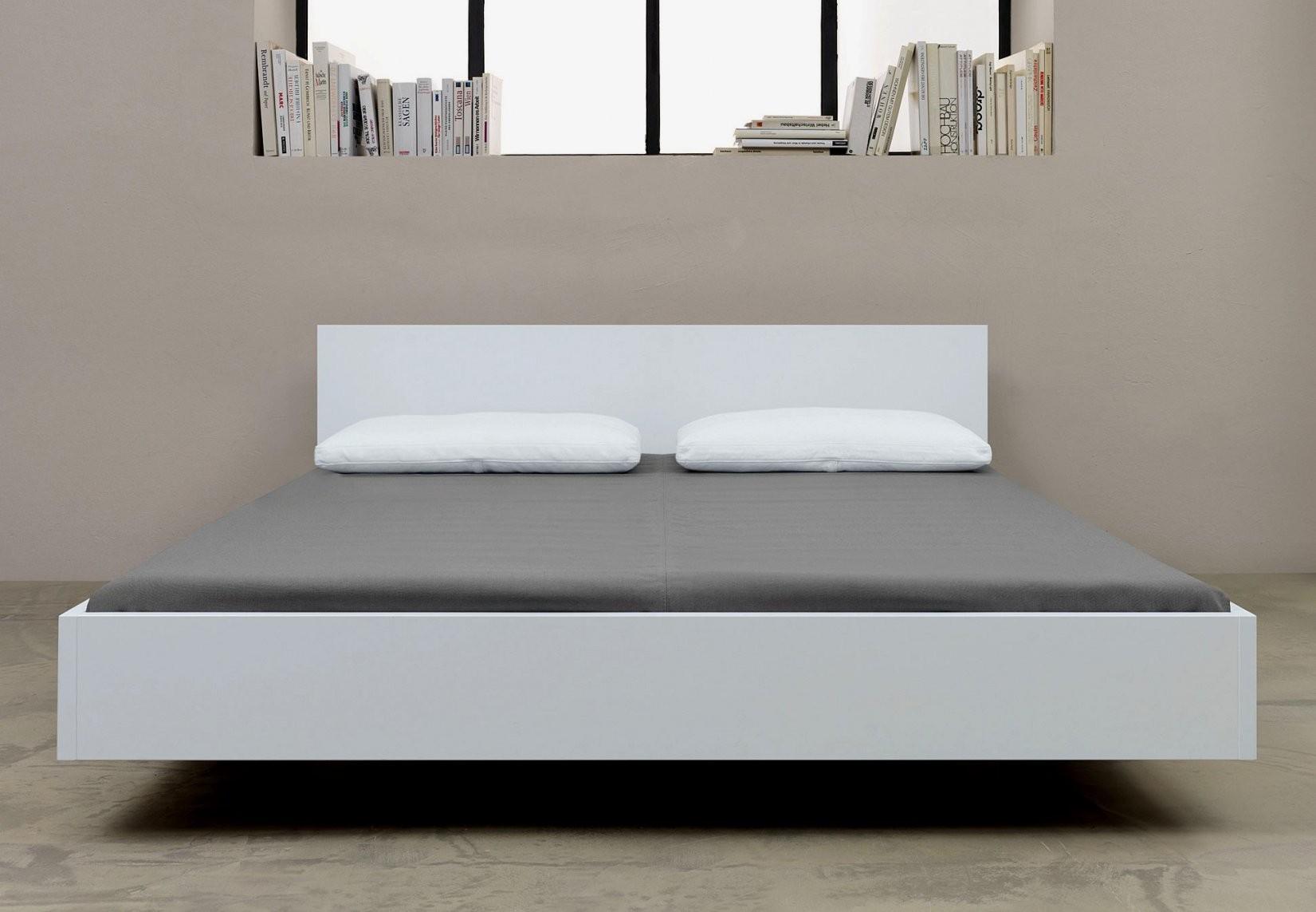Beeindruckend Betten Weiß 180X200 Ansprechend Weises Bett Metall Mit von Bett Weiß 180X200 Holz Bild