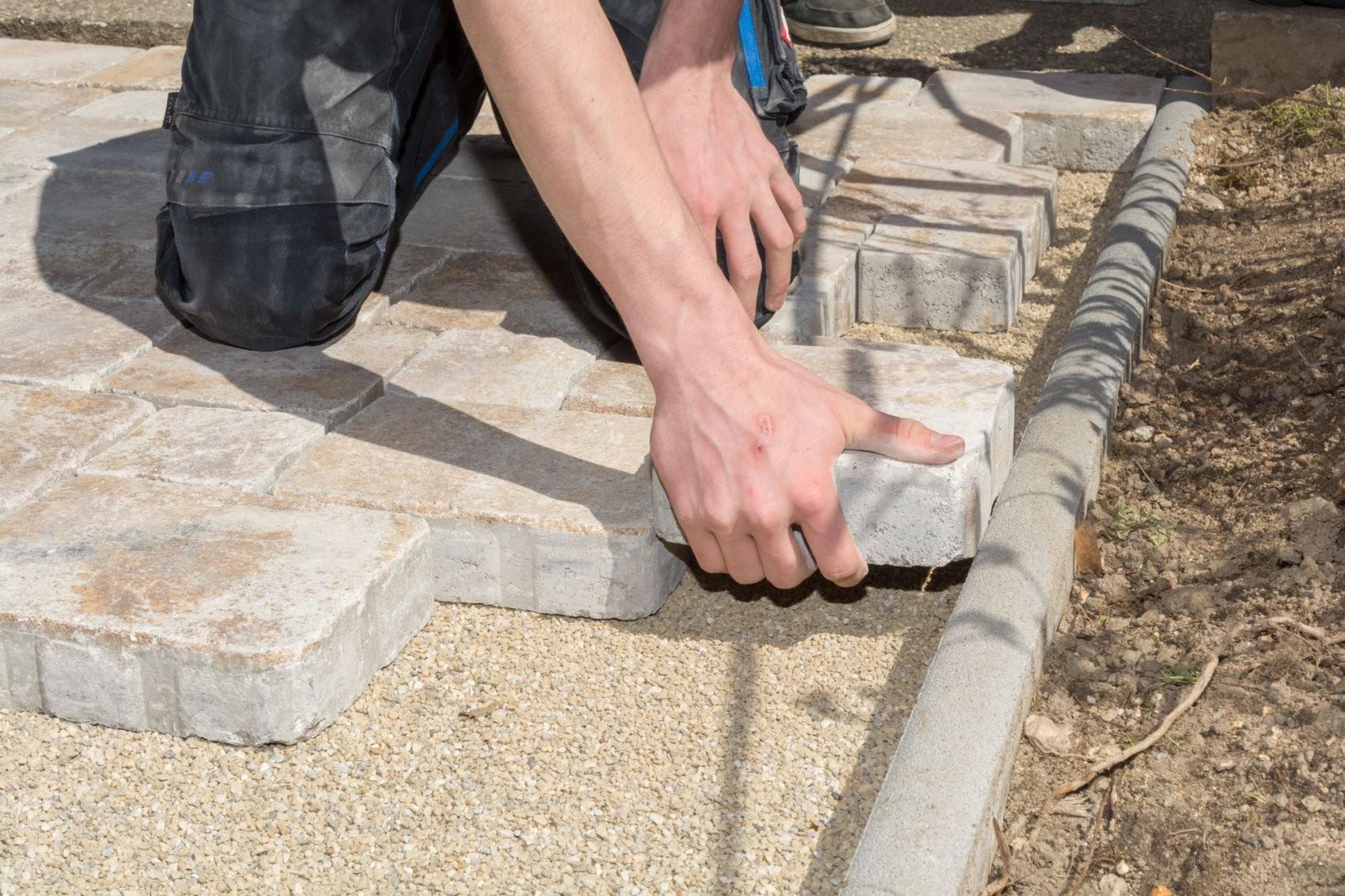 Betonsteine Kleben Für Jede Anforderung Die Passende Lösung von Steine Kleben Garten Bild