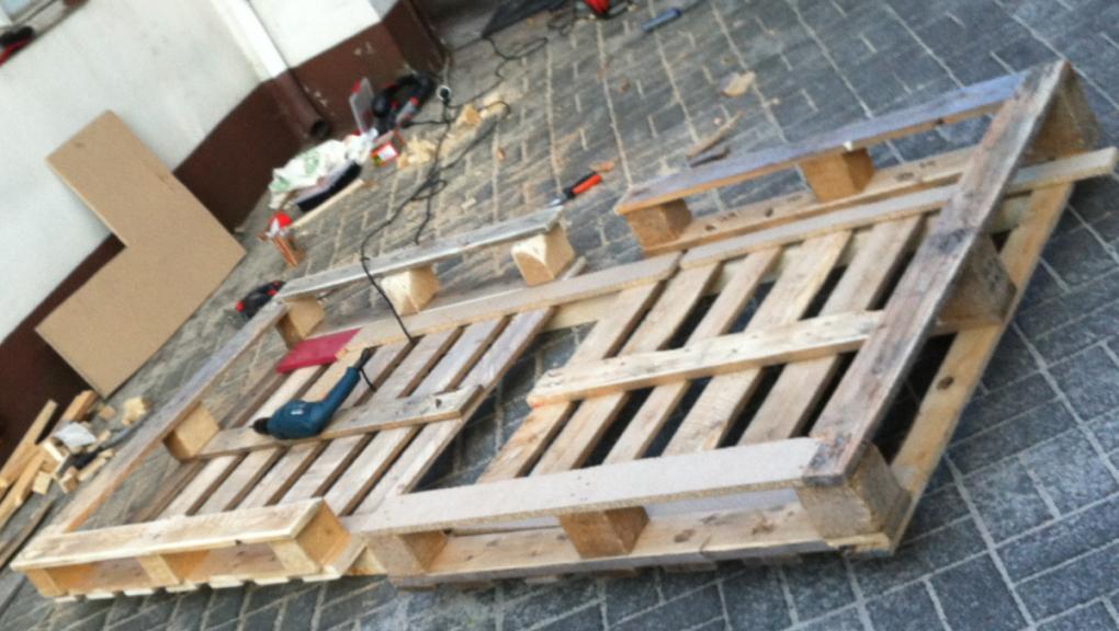 Bett Aus Europaletten Einfache Variante  Palettenbett Und von Paletten Bett 200X200 Photo