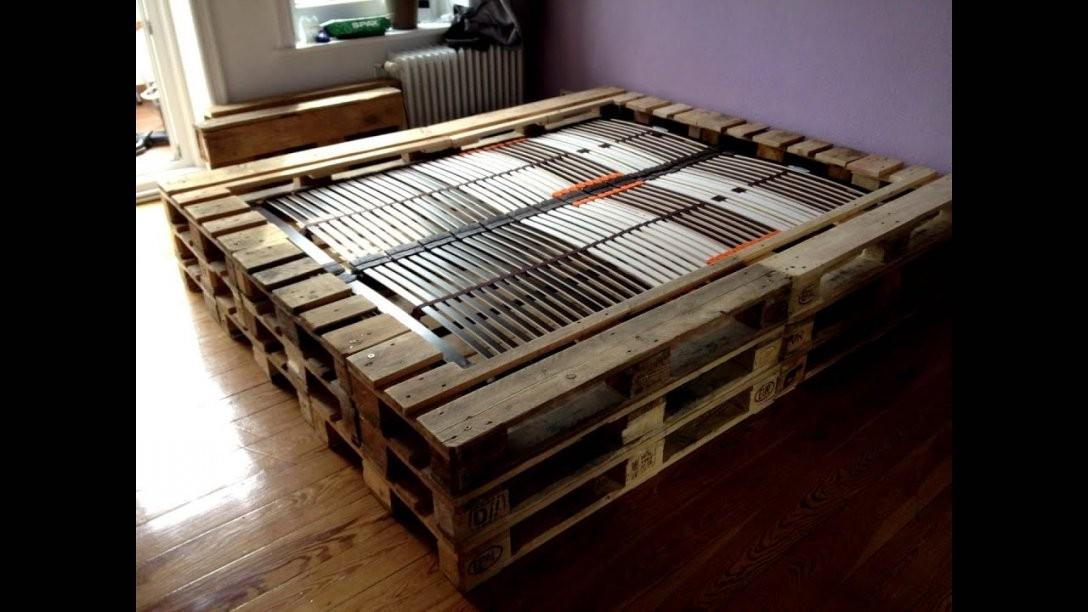 Doppelbett Aus Europaletten  Youtube von Bett Selber Bauen Anleitung 180X200 Bild