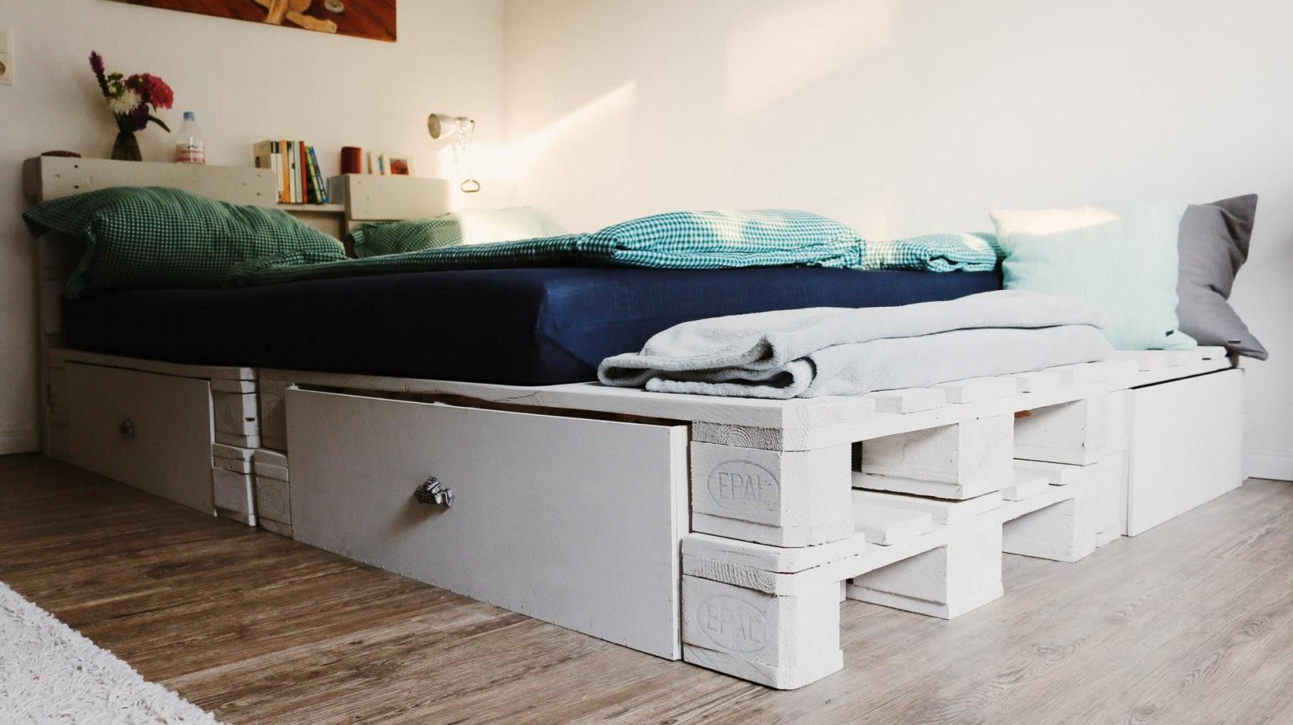 ᐅᐅ Palettenbett Selber Bauen  Europaletten Bett Diy Anleitung & Shop von Paletten Bett 200X200 Bild