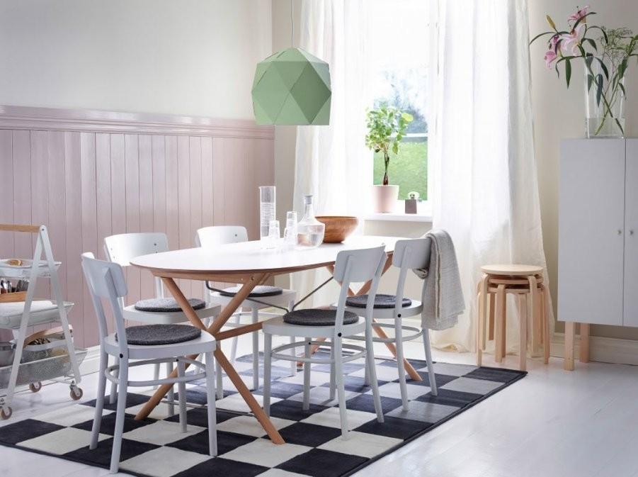 Ein Essplatz Im Skandinavischen Stil  Ikea von Stühle Skandinavischer Stil Photo