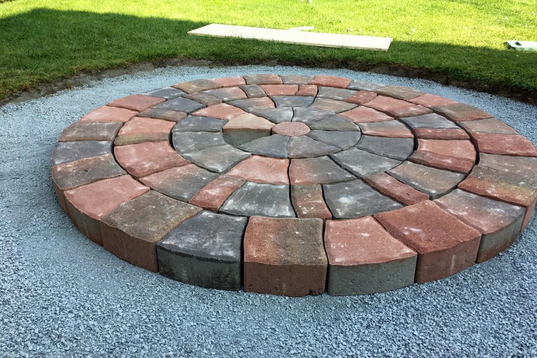 Einen Pflasterkreis Im Garten Verlegen – Ländchenlust von Steine Im Garten Verlegen Photo