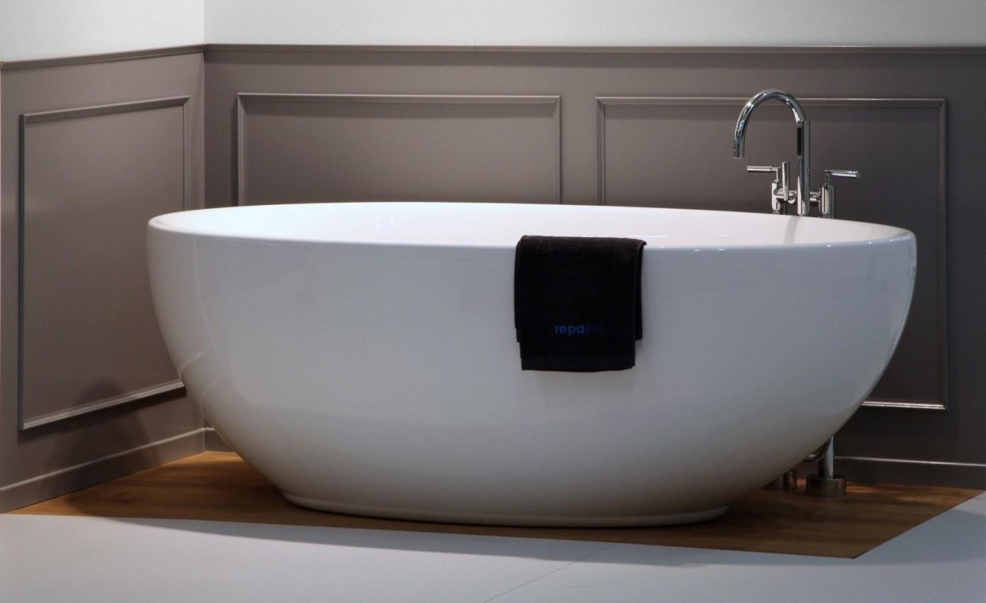 freistehende badewanne weiss matt freistehende badewanne klein von kleine badewannen freistehend. Black Bedroom Furniture Sets. Home Design Ideas