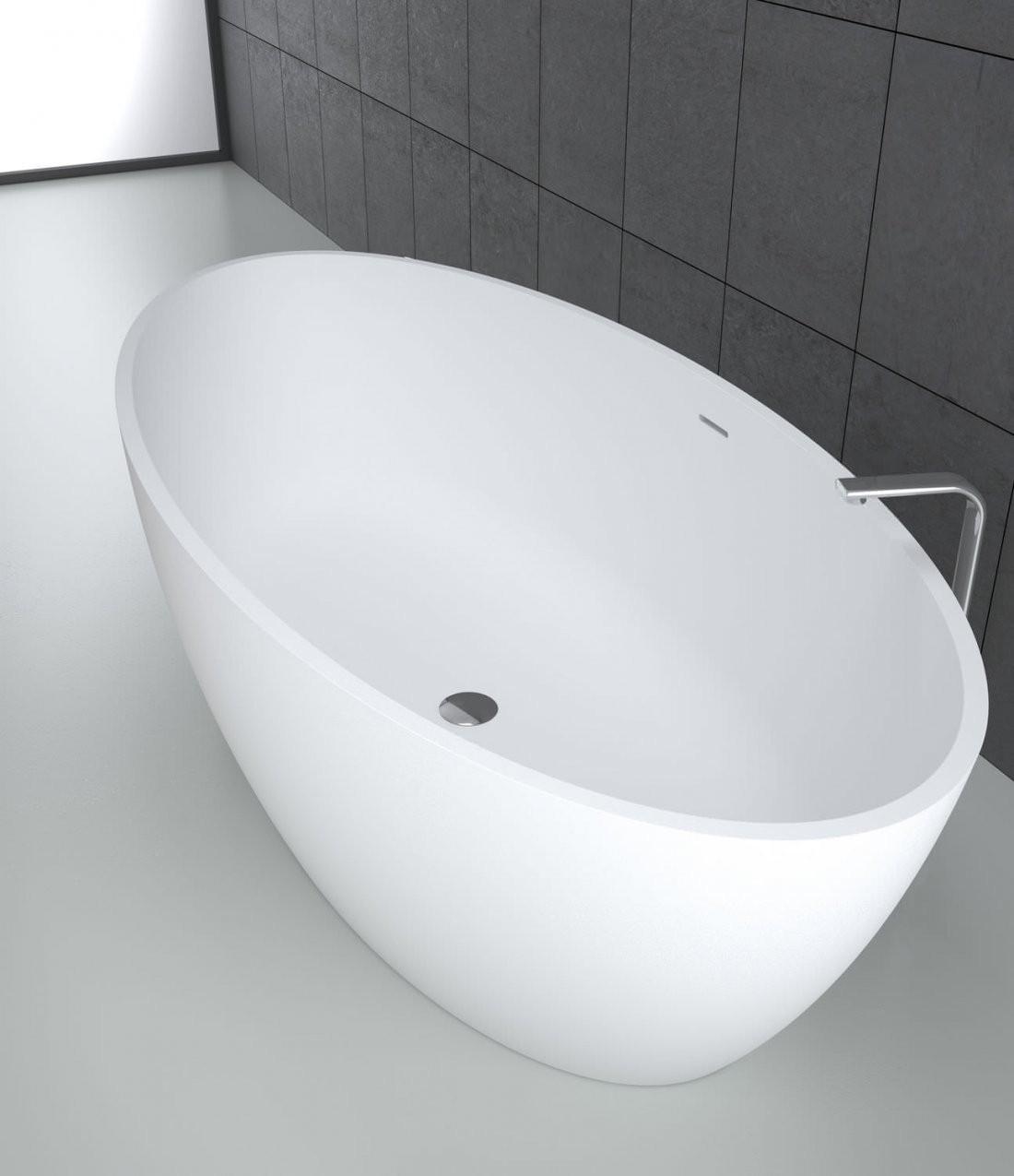 Freistehende Badewanne  Oval  Mineralwerkstoff  Wassermassage von Ovale Freistehende Badewanne Photo