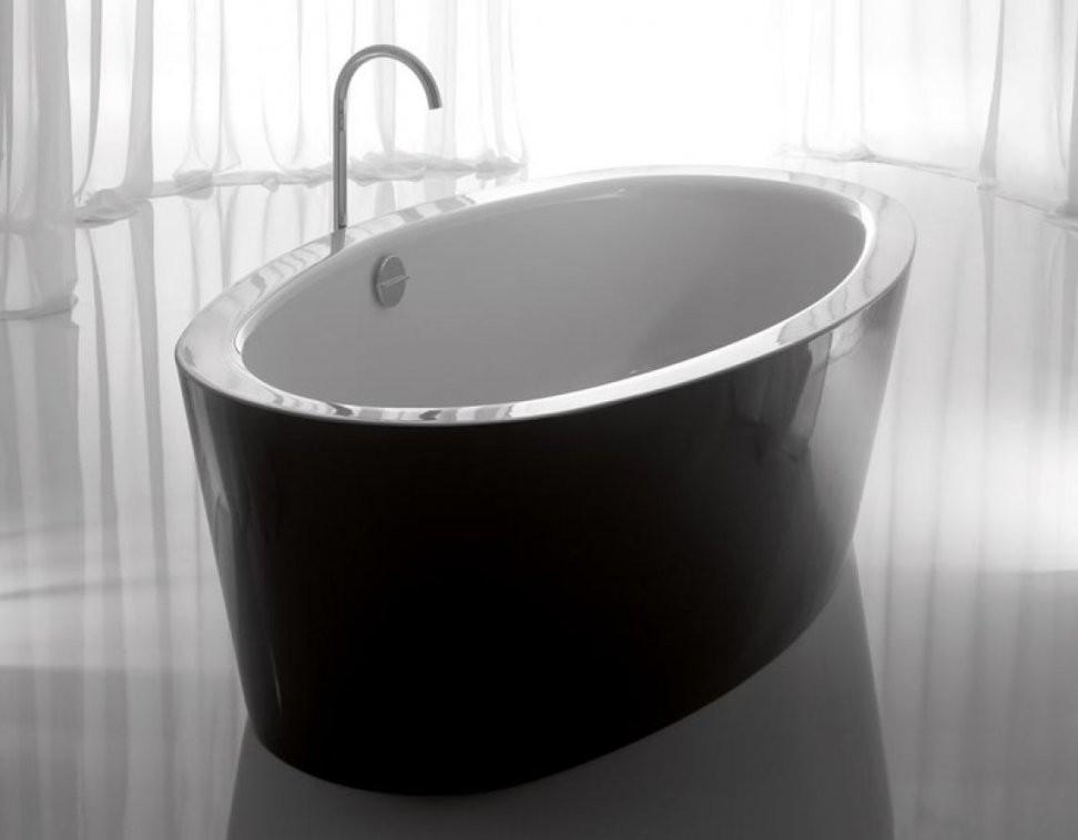 Freistehende Badewannen Von Bette In Schwarzweiß  Zweifarbige von Badewanne Emaille Freistehend Photo