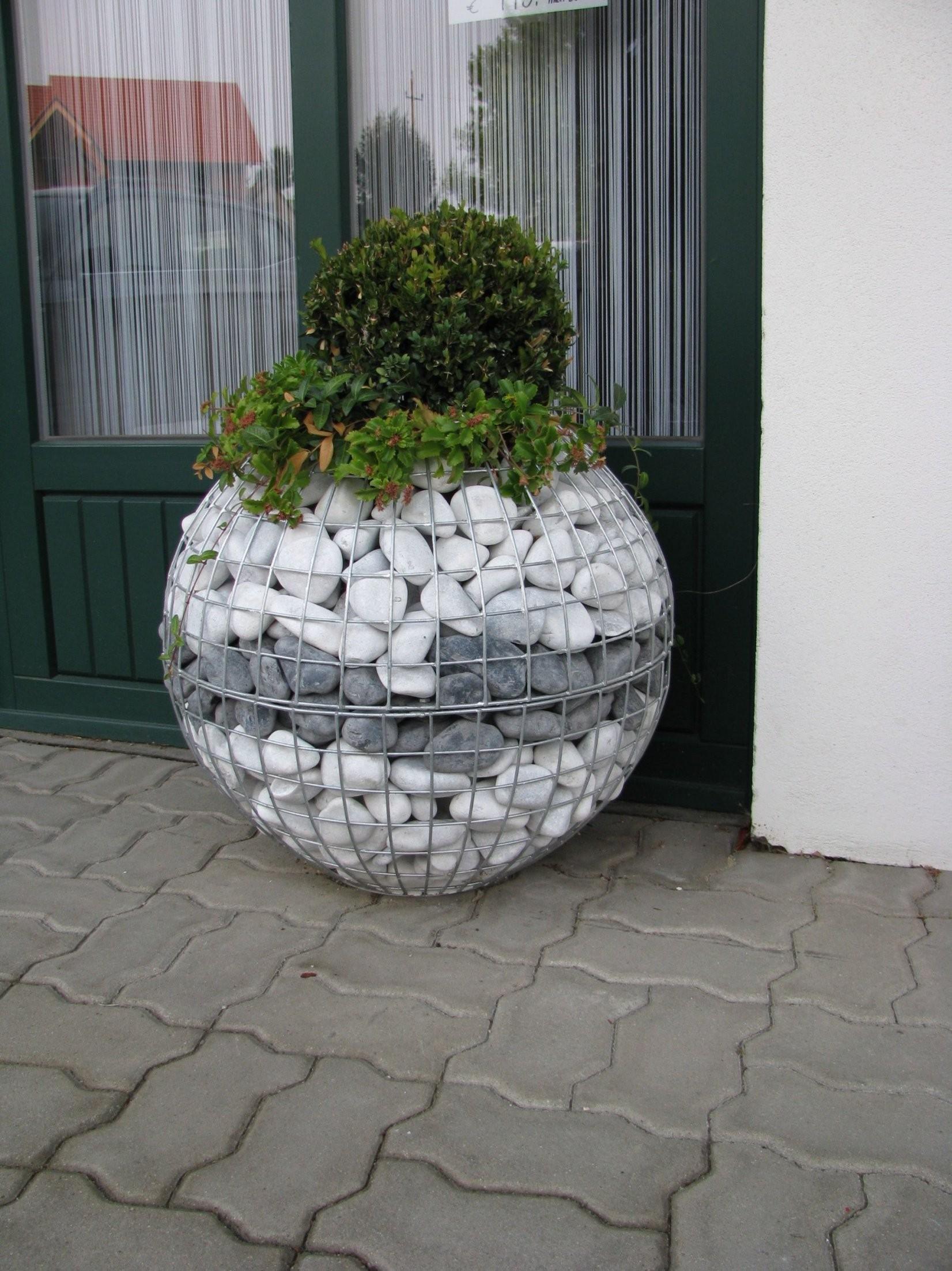 Gabion Ball  Draht Und Steine Gabionenhausler Ek  Garten von Garten Dekorieren Mit Steinen Photo