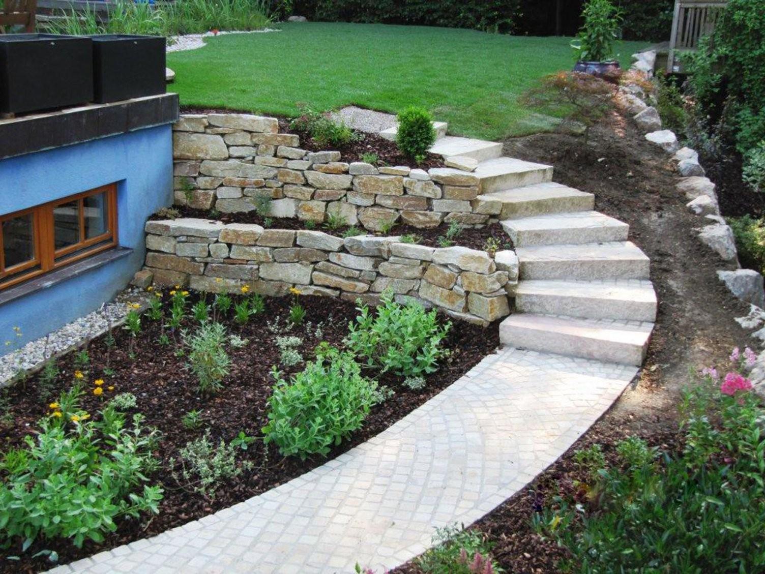 Gartengestaltung Malecek von Garten Mit Holz Und Stein Bild
