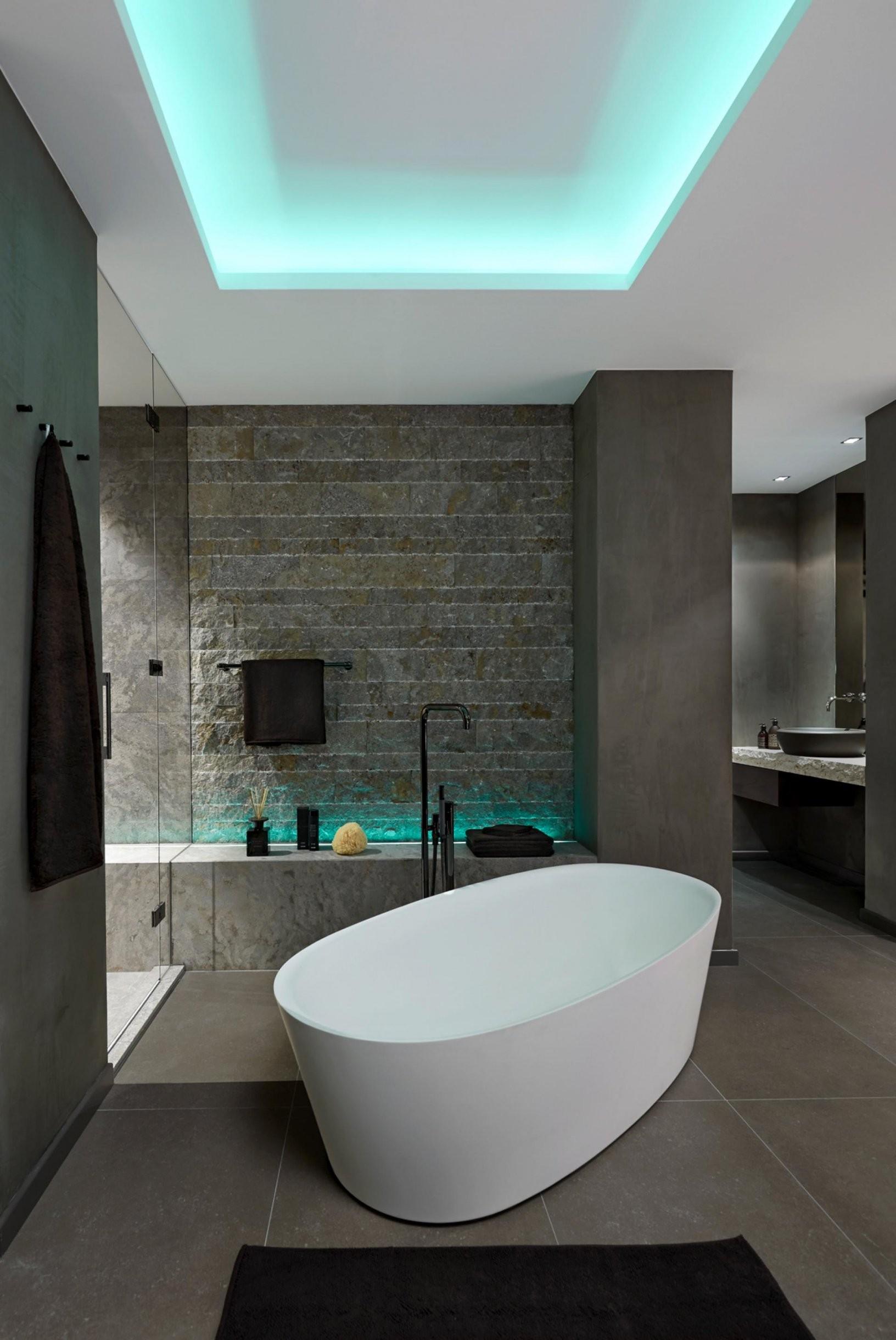 Große Bad Mit Freistehender Badewanne Design Idee Mit Einer Vielzahl von Bad Mit Freistehender Badewanne Photo