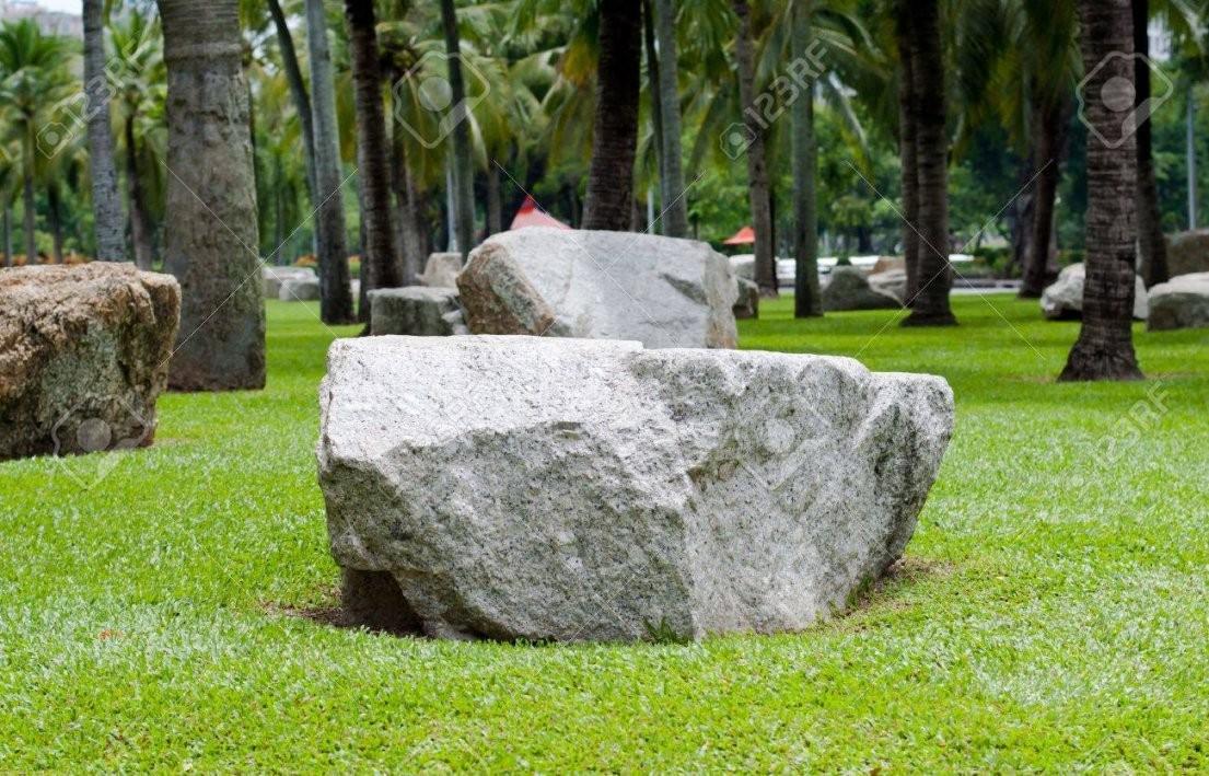 Große Steine Im Garten Lizenzfreie Fotos Bilder Und Stock von Große Steine Garten Photo