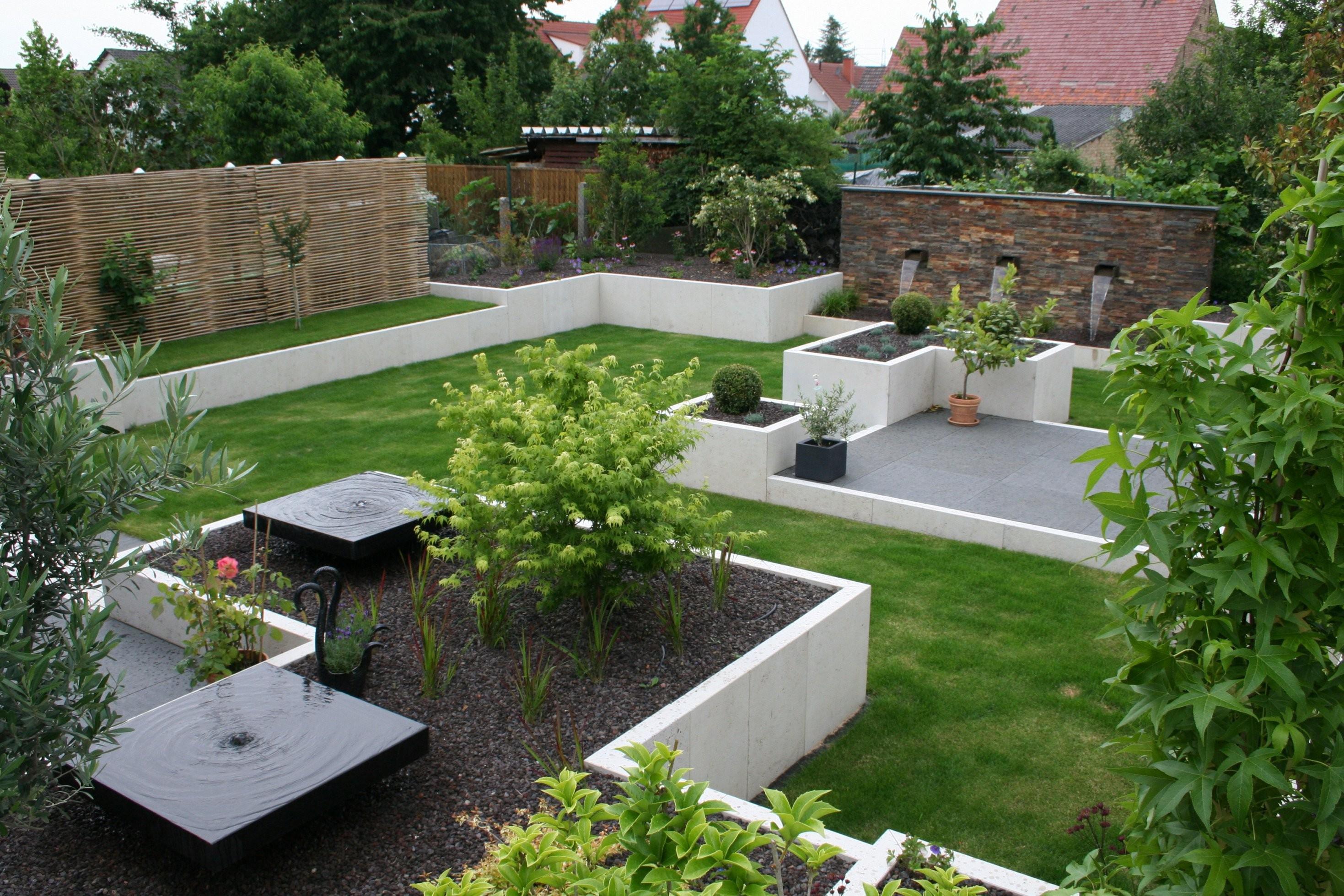 Im Garten Daheim   Stein von Steine Für Den Garten Bild