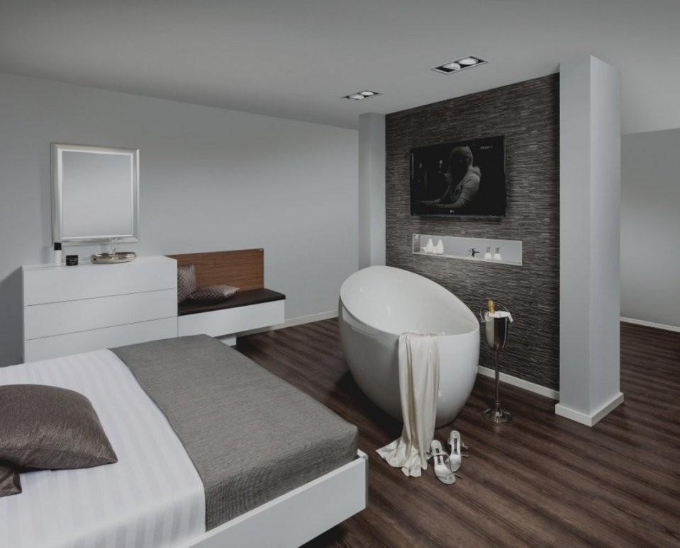 Im Schlafzimmer  Bild Quotpanorama Badewanne Im Schlafzimmer Mit von Freistehende Badewanne Im Schlafzimmer Photo