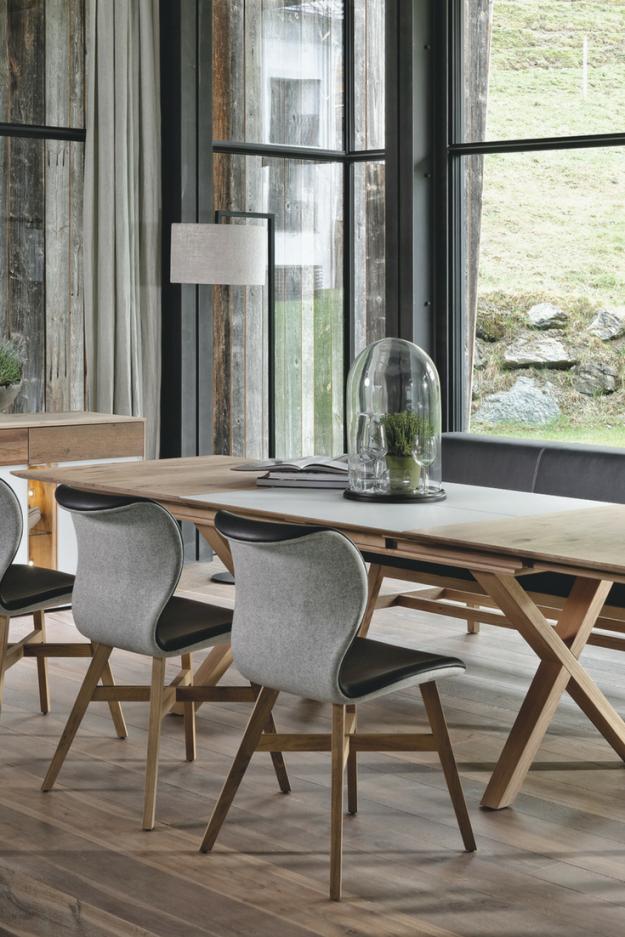 Landhausküchen Küchenmöbel Aus Holz Von Voglauer  Skandinavische von Esstisch Stühle Skandinavisch Photo