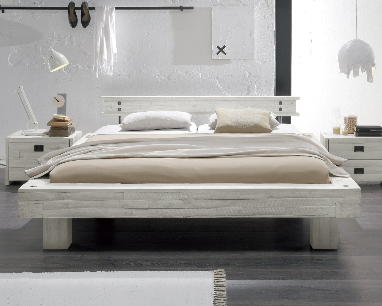 Massivholzbett Im Vintage Stil In Weiß Kaufen  Buena von Bett Holz Weiß 180X200 Bild