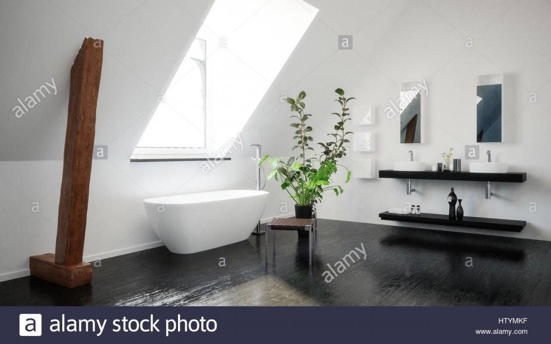 Moderne Stilvolle Schwarzweiß Dachgeschoss Bad Mit Freiliegenden von Moderne Freistehende Badewannen Photo