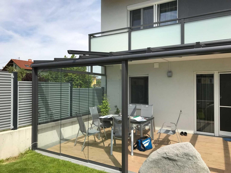 Moderne Terrassenüberdachung In Grau Mit Windschutz Zum Schieben In von Seitenwand Für Terrassenüberdachung Selber Bauen Bild