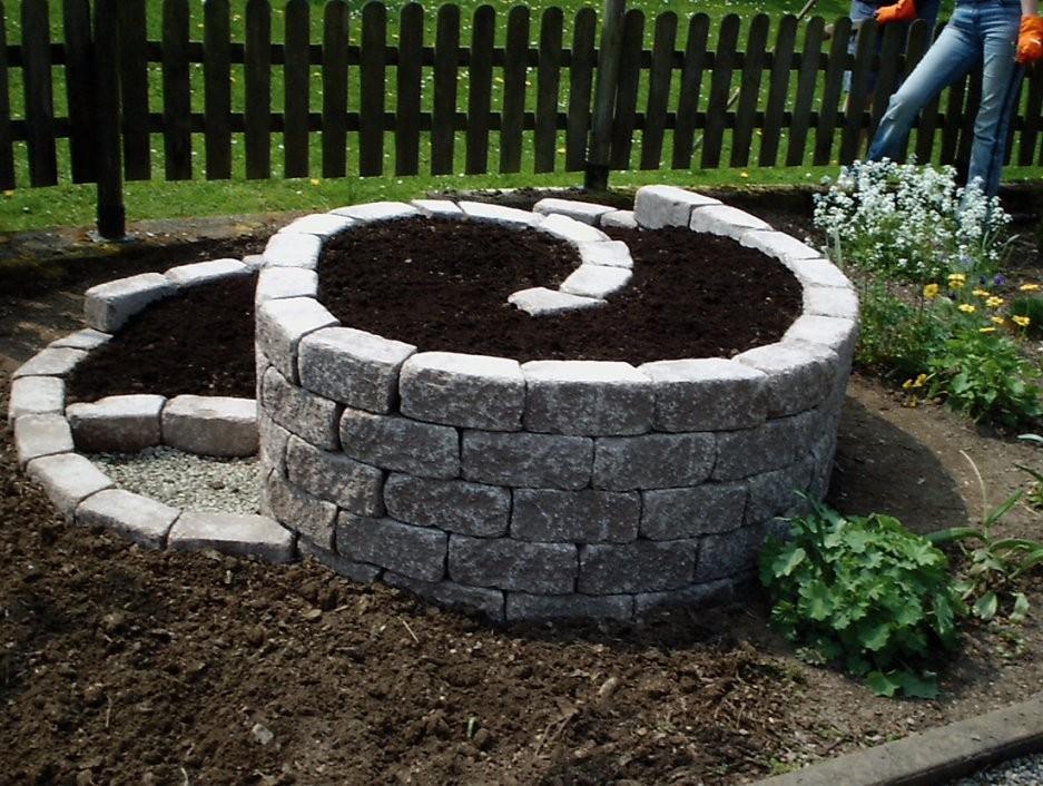 Obolith  Passende Steine Für Eine Kräuterschnecke von Steine Kleben Garten Photo
