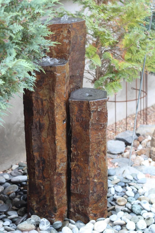 Quellstein 3Er Basalt Säulen Wasserspiel Gartenbrunnen Wasser Im von Steinsäulen Für Den Garten Photo