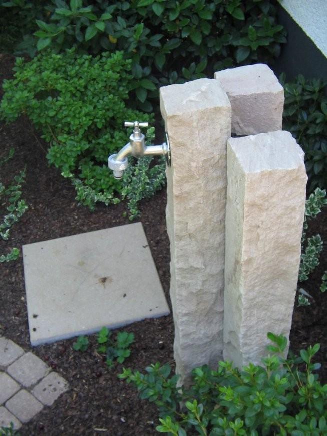 Steinsäule Mit Wasserhahn – Klempner Für Badezimmer von Steinsäulen Für Den Garten Photo