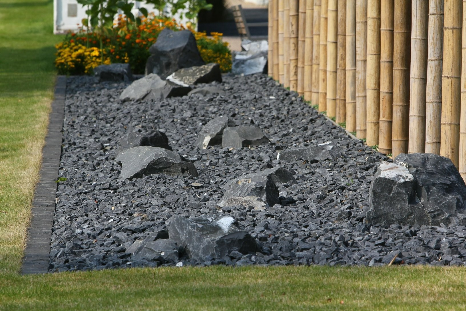 Steintrend24  Basalt Natursteine Für Den Garten  Steintrend24 von Garten Splitt Steine Bild
