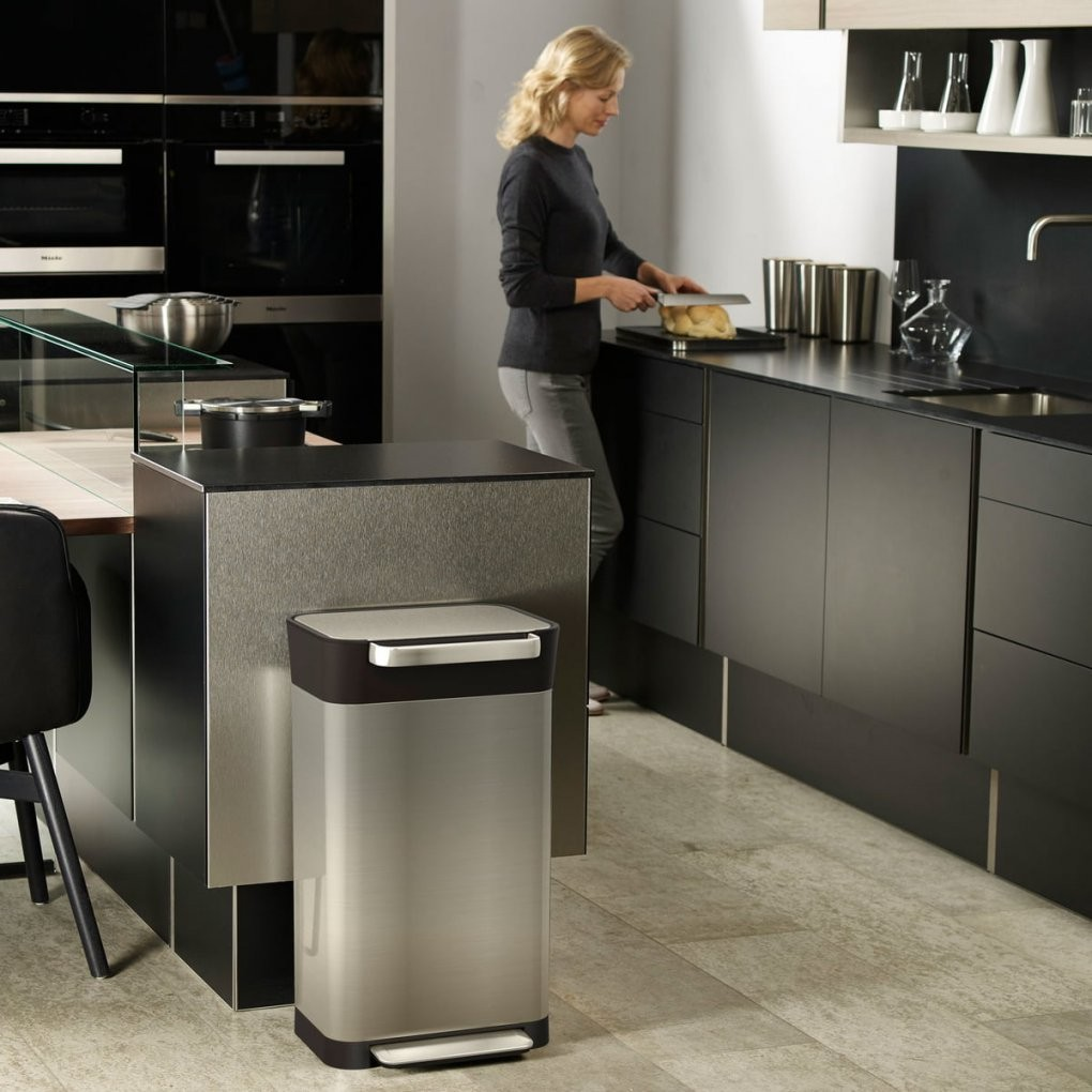 Titan Treteimer Von Joseph Joseph  Connox Shop von Mülleimer Küche Design Photo