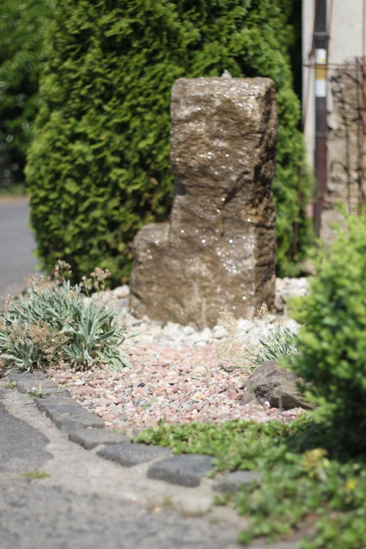 Wasserspiel ☯ Brunnen ☯ Naturstein ☯ Quellstein ☯ Muschelkalk von Wasserspiel Garten Stein Bild