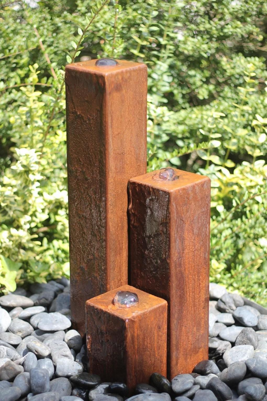 Wasserspiel Set Cortenstahl 3Er Säulen 204060 Inkl Pumpe Becken von Steinsäulen Für Den Garten Bild