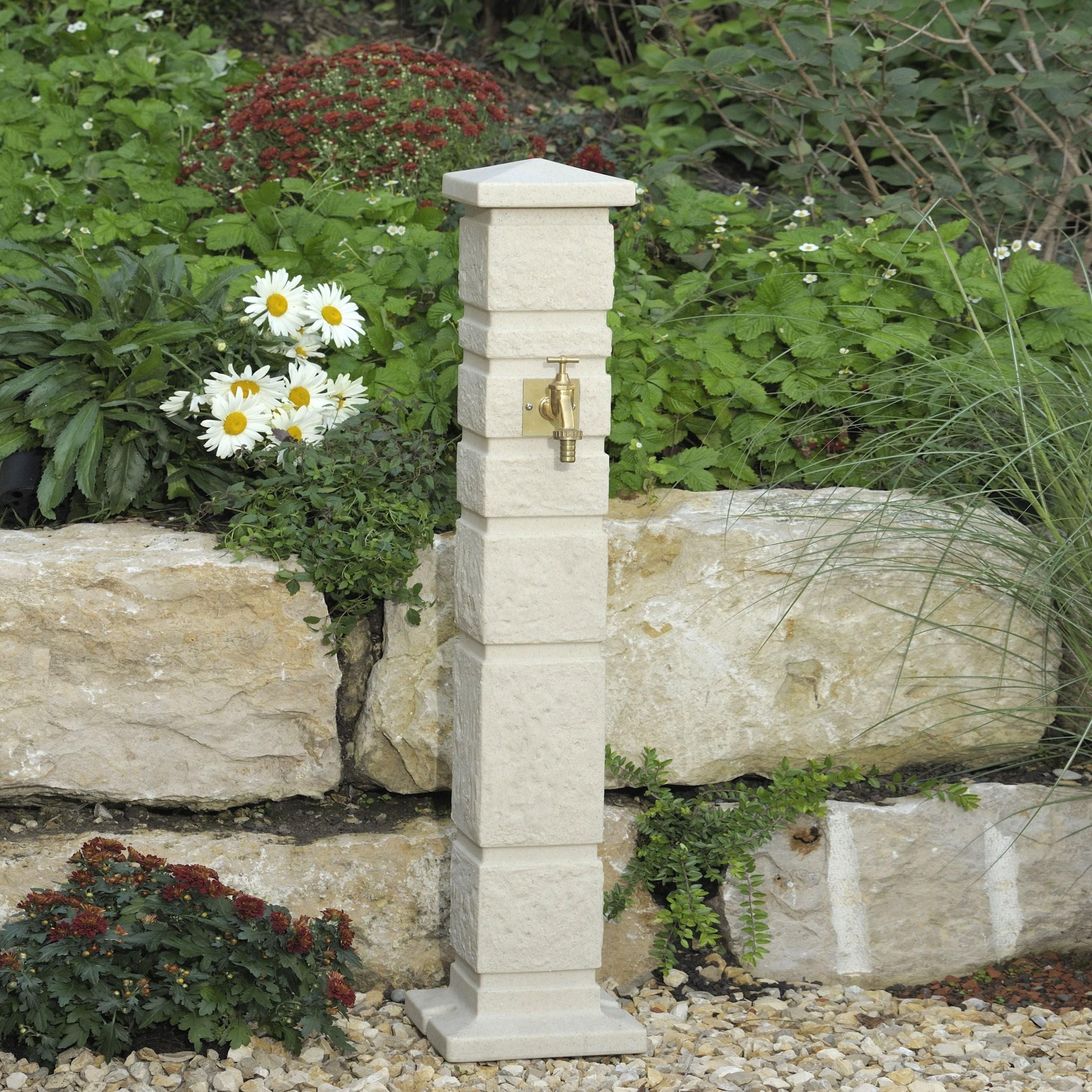 Wasserzapfstelle Romana Sandstein von Steinsäule Garten Photo