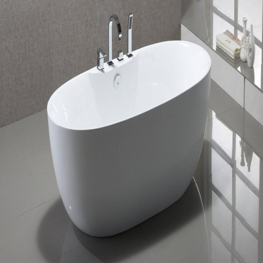 Wunderschöne Freistehende Badewanne Mit Integrierter Armatur von Freistehende Badewanne Mit Integrierter Armatur Bild
