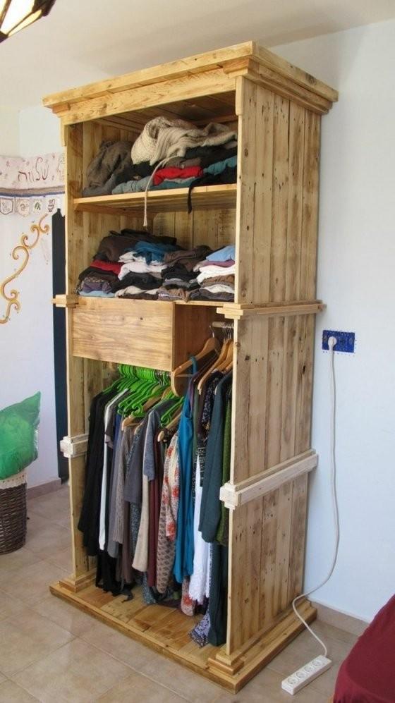 22 Diy Ideen Wie Man Garderobe Aus Paletten Selber Bauen Kann von Holz Garderobe Selber Machen Bild