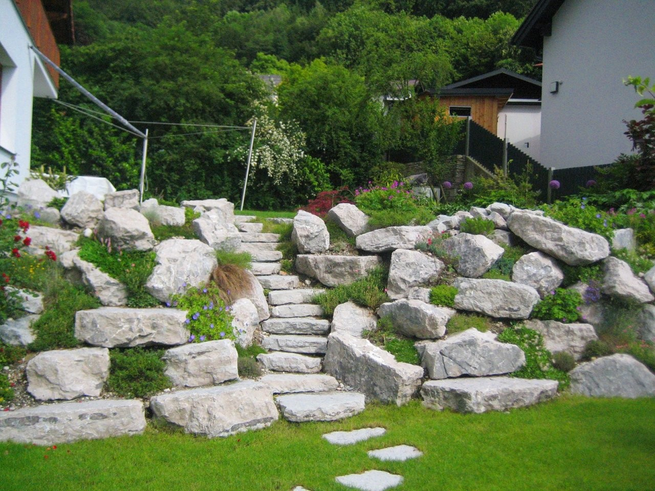 51 Tolle Für Hang Gestalten Mit Steinen Diy von Gartengestaltung Mit Steinen Am Hang Bild