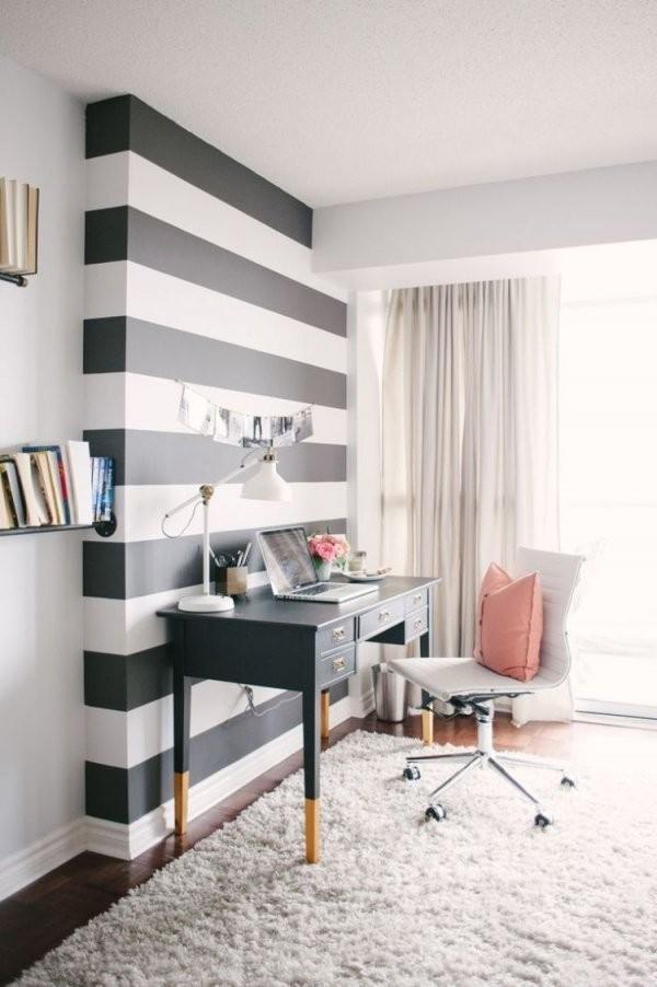 Akzentwand Mit Schwarzweißen Streifen Gestaltet  Wandwunder von Wand Streichen Muster Streifen Photo