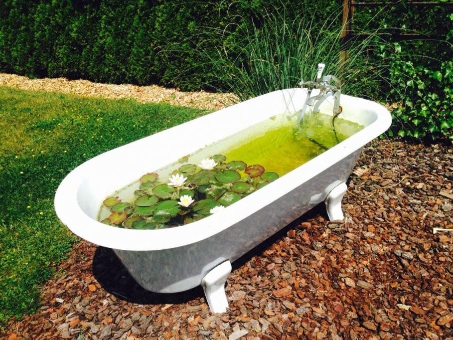 Alte Badewanne Als Mini Teich  Garten  Badewanne Garten Alte von Badewanne Für Den Garten Bild