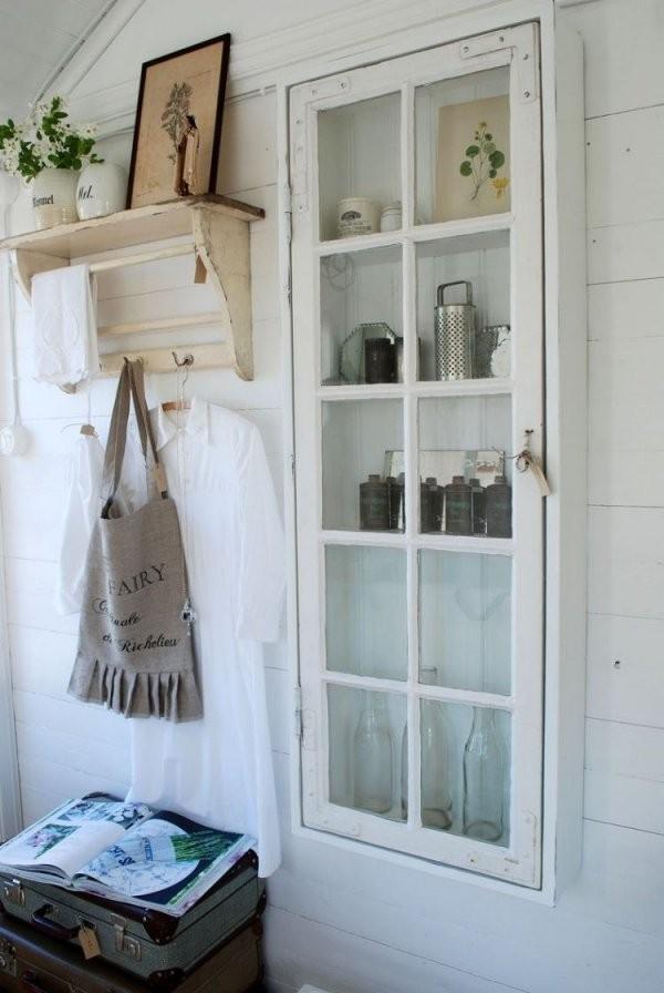 Altefensterdekorationschrankschmallvintagewandverkleidungholz von Dekoration Mit Alten Fenstern Bild