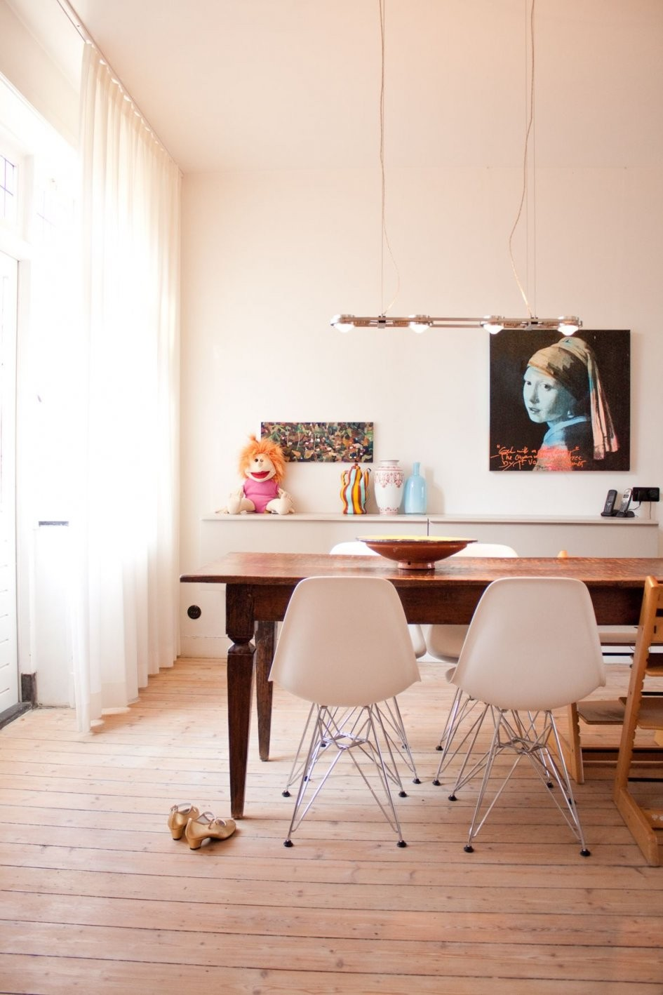 Alter Esstisch Neue Stühle Kunst Und Kinder  Im Esszimmer von Antiker Esstisch Mit Stühlen Photo