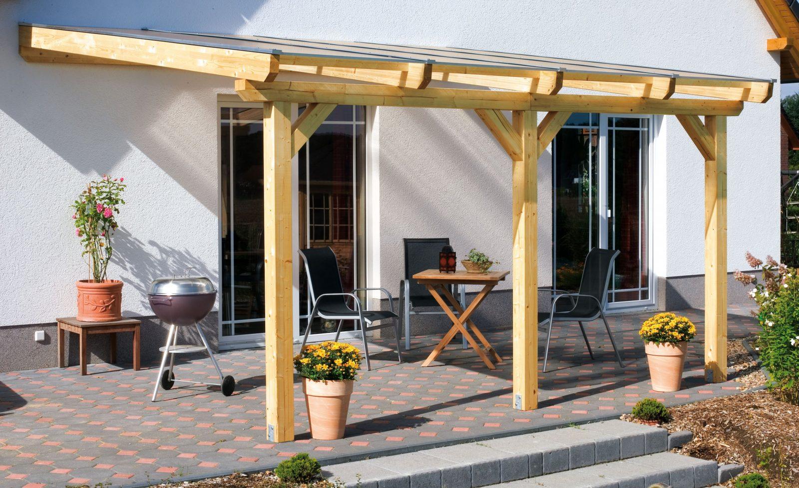 Aufbau Einer Leimholzterrassenüberdachung von Überdachung Holz Selber Bauen Bild