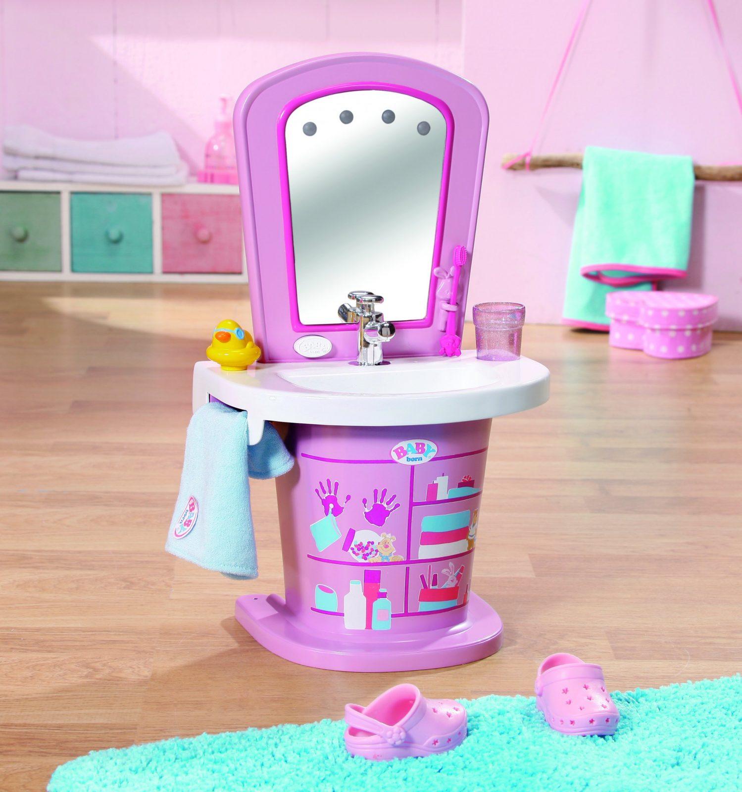 Baby Born Im Badezimmer  Mifus Family von Baby Born Interactive Waschtisch Bild