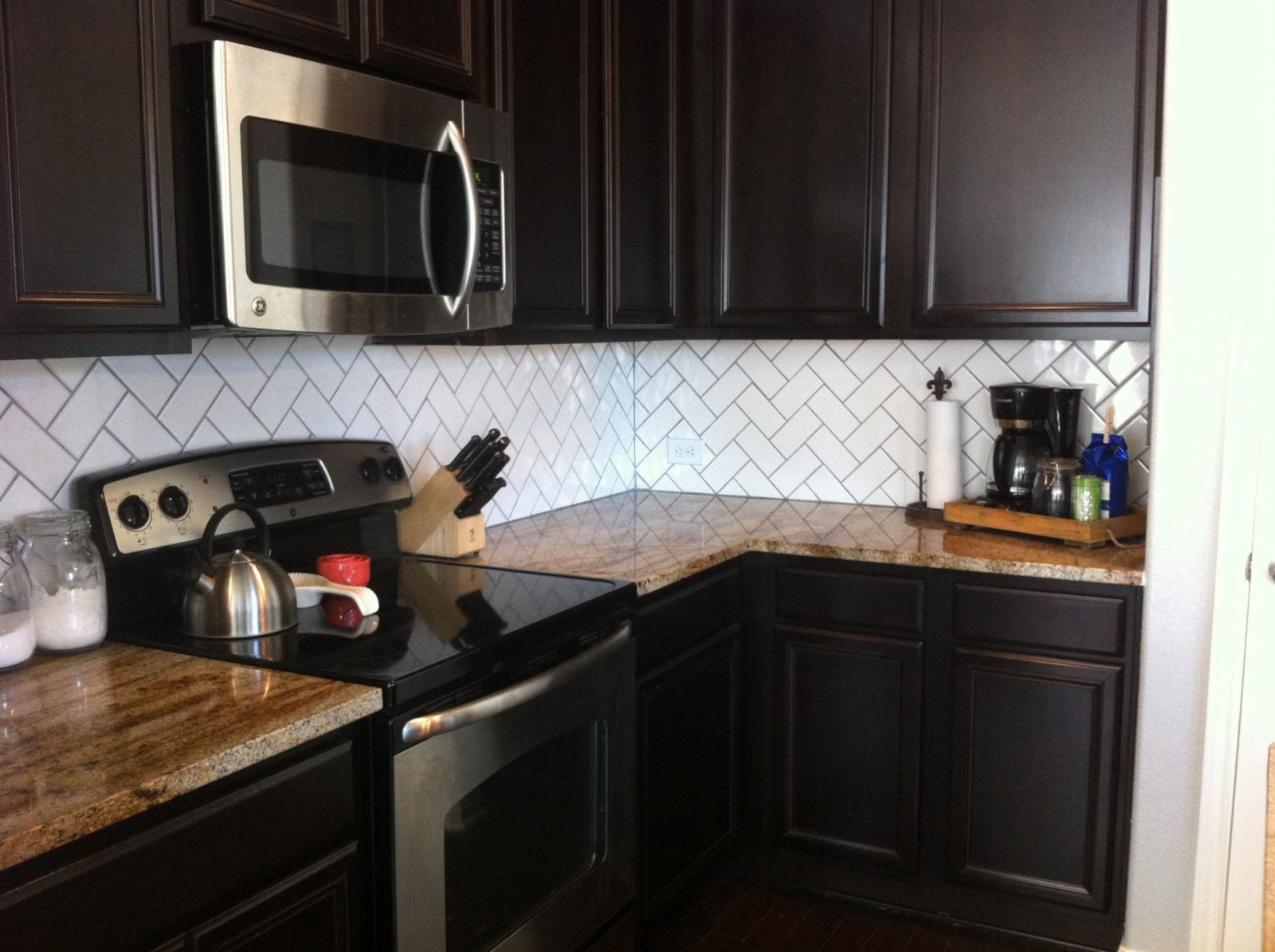Backsplash…drab To Fab  Home  Backsplash With Dark Cabinets Dark von Backsplash For Espresso Cabinets Bild