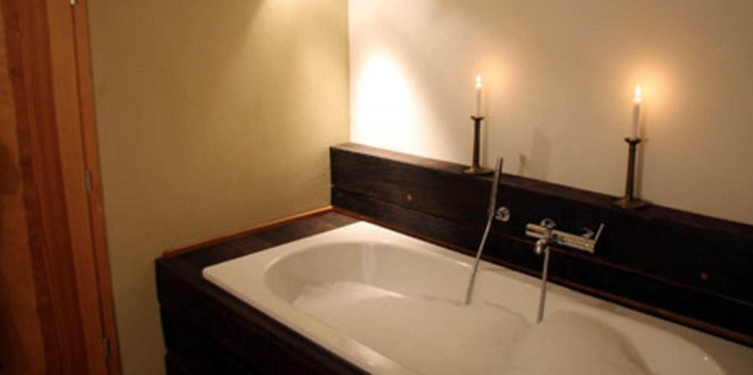 Badewanne Mit Holzeinfassung  Holzeinfassung Badewanne von Badewanne In Holz Einfassen Bild