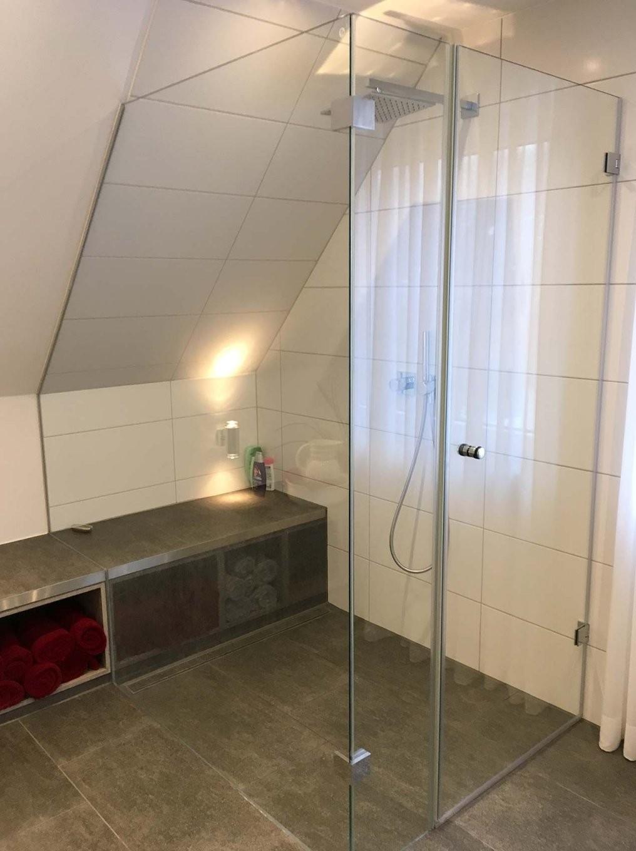 Badezimmer  Home  Ebenerdige Dusche Badezimmer Dachschräge Y von Dusche In Der Dachschräge Photo