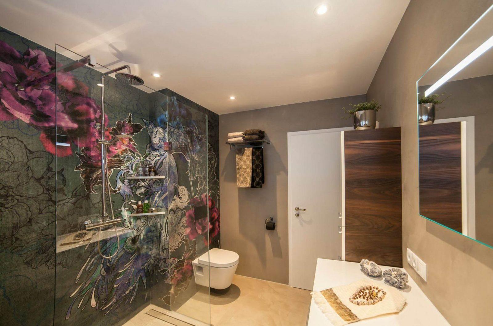 Badgestaltung Mit Tapeten ✓  Ist Tapete Im Bad Machbar von Wasserfeste Tapete Fürs Bad Bild