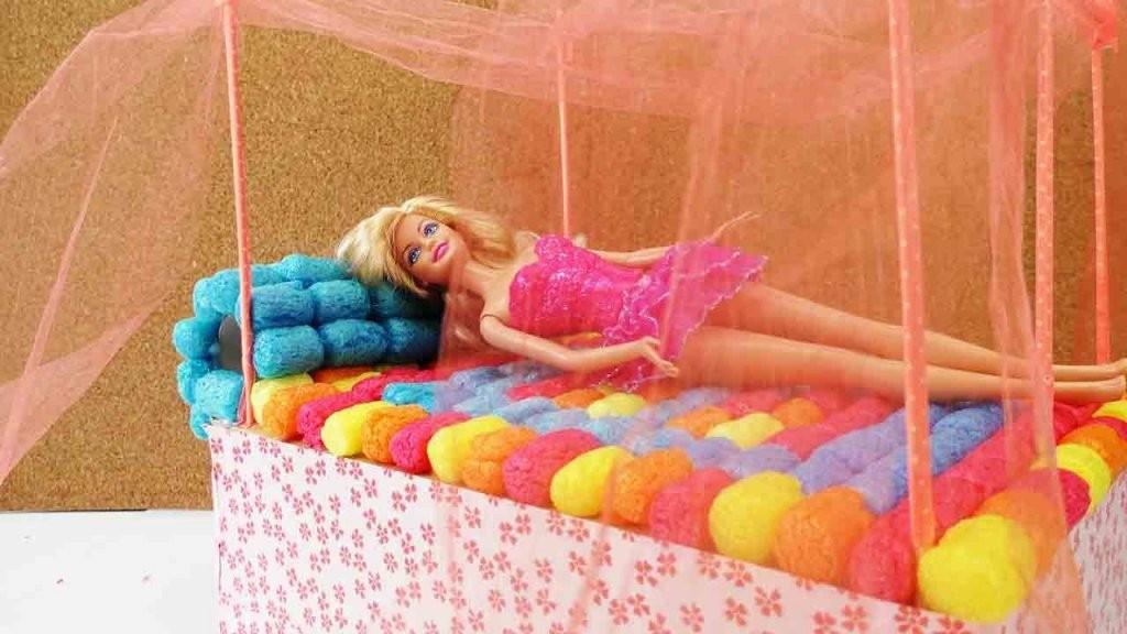 Barbie Bett Basteln  Diy Himmelbett Selber Machen  Youtube von Barbie Bett Selber Bauen Bild