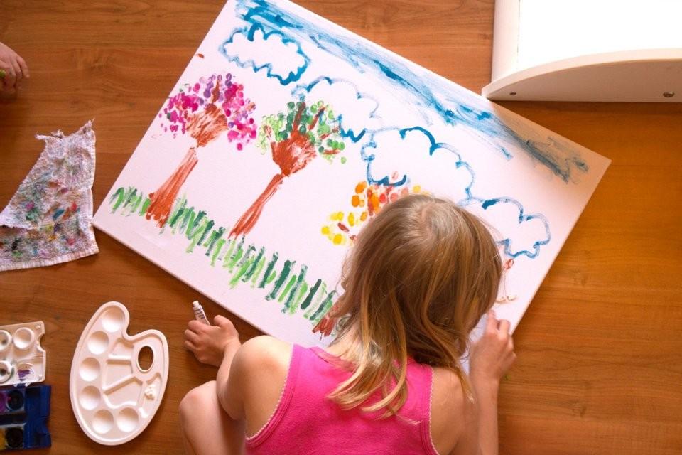 Basteln Jahreszeitenbäume Mit Kind Und Kleinkind Malen von Leinwand Gestalten Mit Kindern Bild