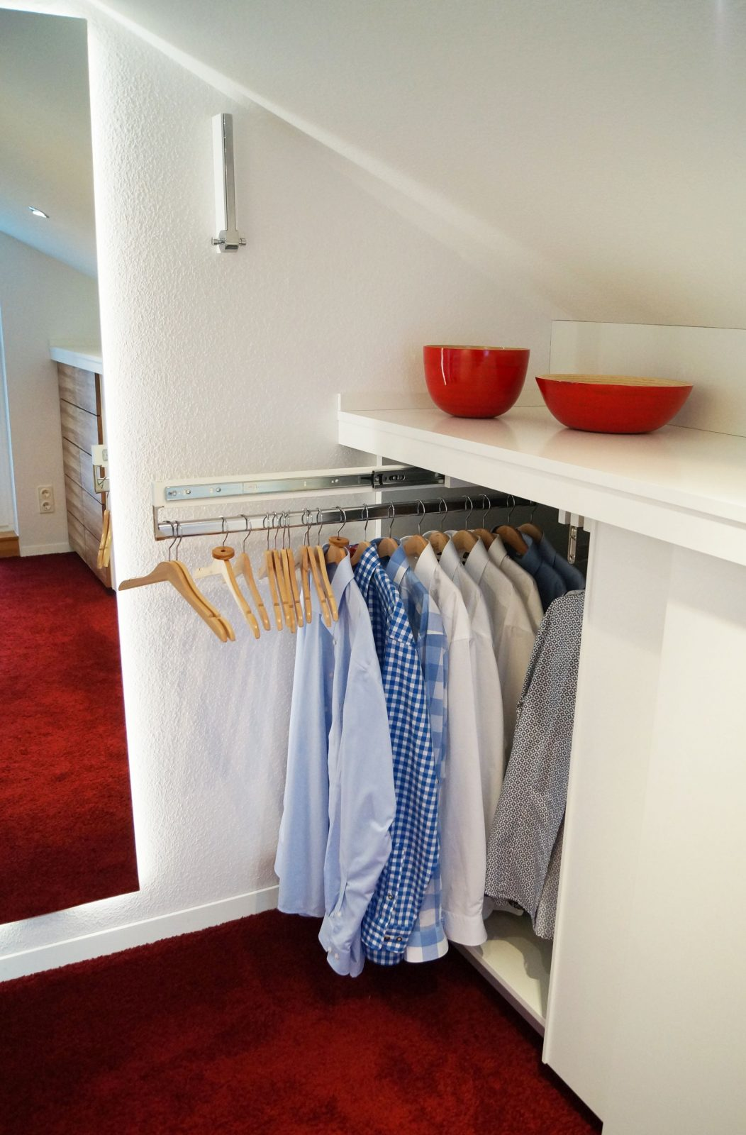 Begehbarer Kleiderschrank Begehbarer Kleiderschrank Dachschräge von Begehbarer Kleiderschrank Kleines Schlafzimmer Photo