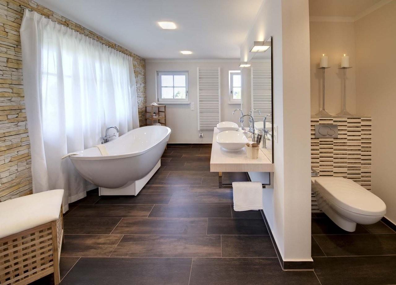Beispiel Für Fliesen In Dunkler Holzoptik Im Bad  Home Design von Fliesen Fürs Bad Beispiele Photo