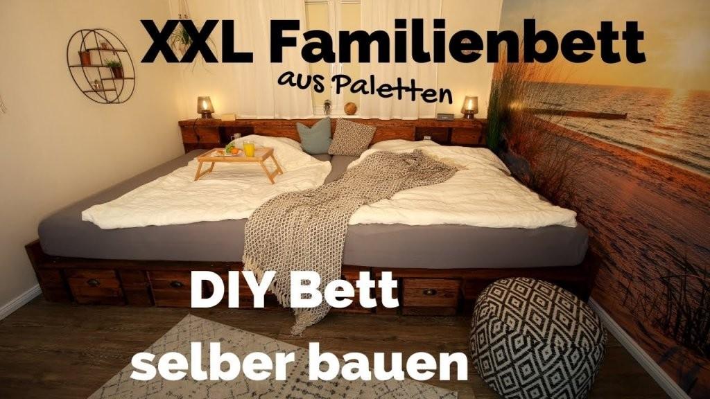 Bett Selber Bauen  Palettenbett Diy  Xxl Kingsize Familienbett von Podest Bett Aus Paletten Photo