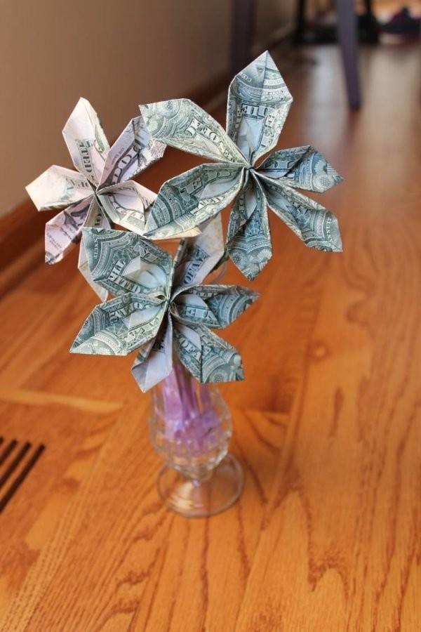 Blumen In Vase  Aber Welche Aus Geldscheine  Geldgeschenke von Geldscheine Falten Blume Mit Einem Schein Bild