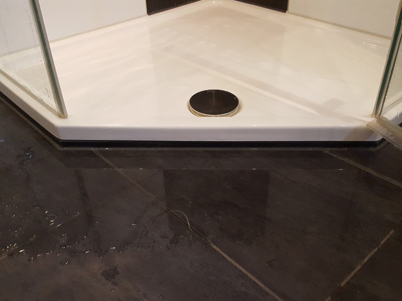 Bodengleiche Dusche Nachträglich Installieren  Vorteile  Nachteile Und von Bodengleiche Dusche Einbauen Estrich Bild