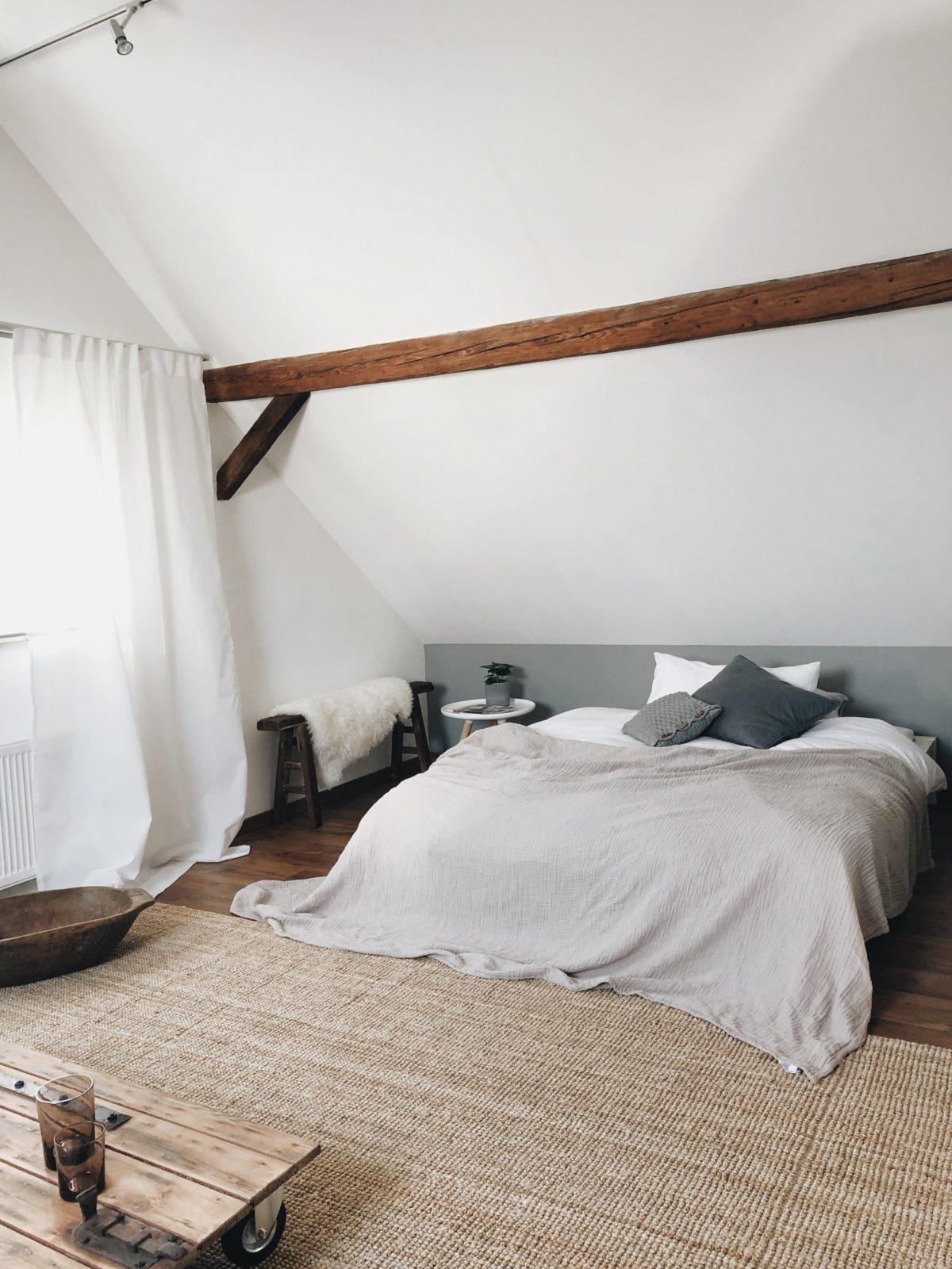 Dachschrägen Platz Optimal Ausnutzen So Geht's von Zimmer Mit Dachschrägen Tapezieren Bild